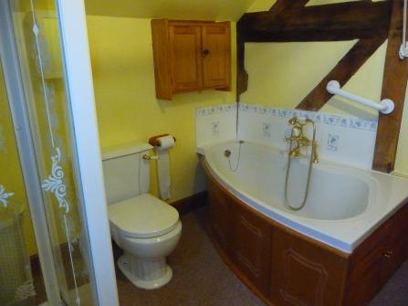 Family Bathroom i